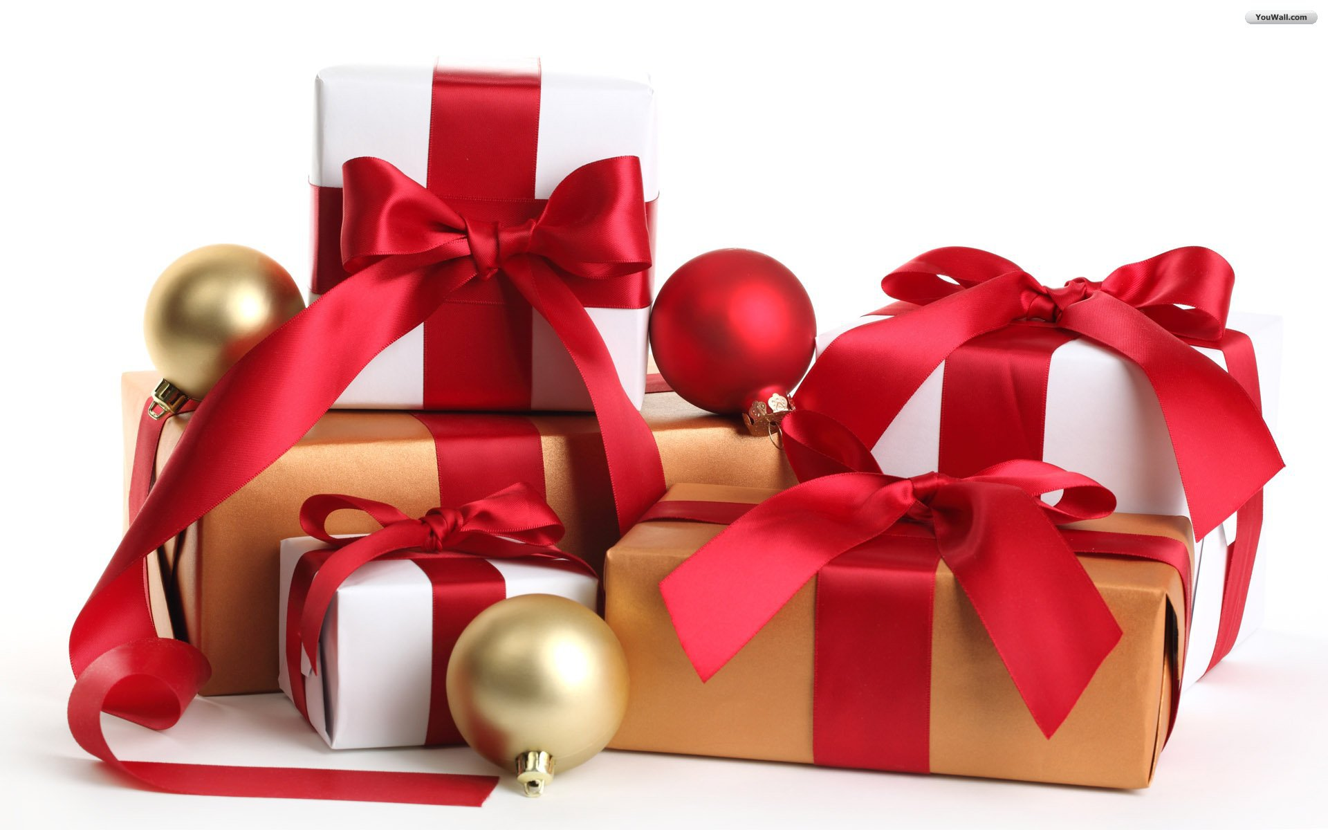 What are the benefits and reasons of using wholesale white boxes gift?