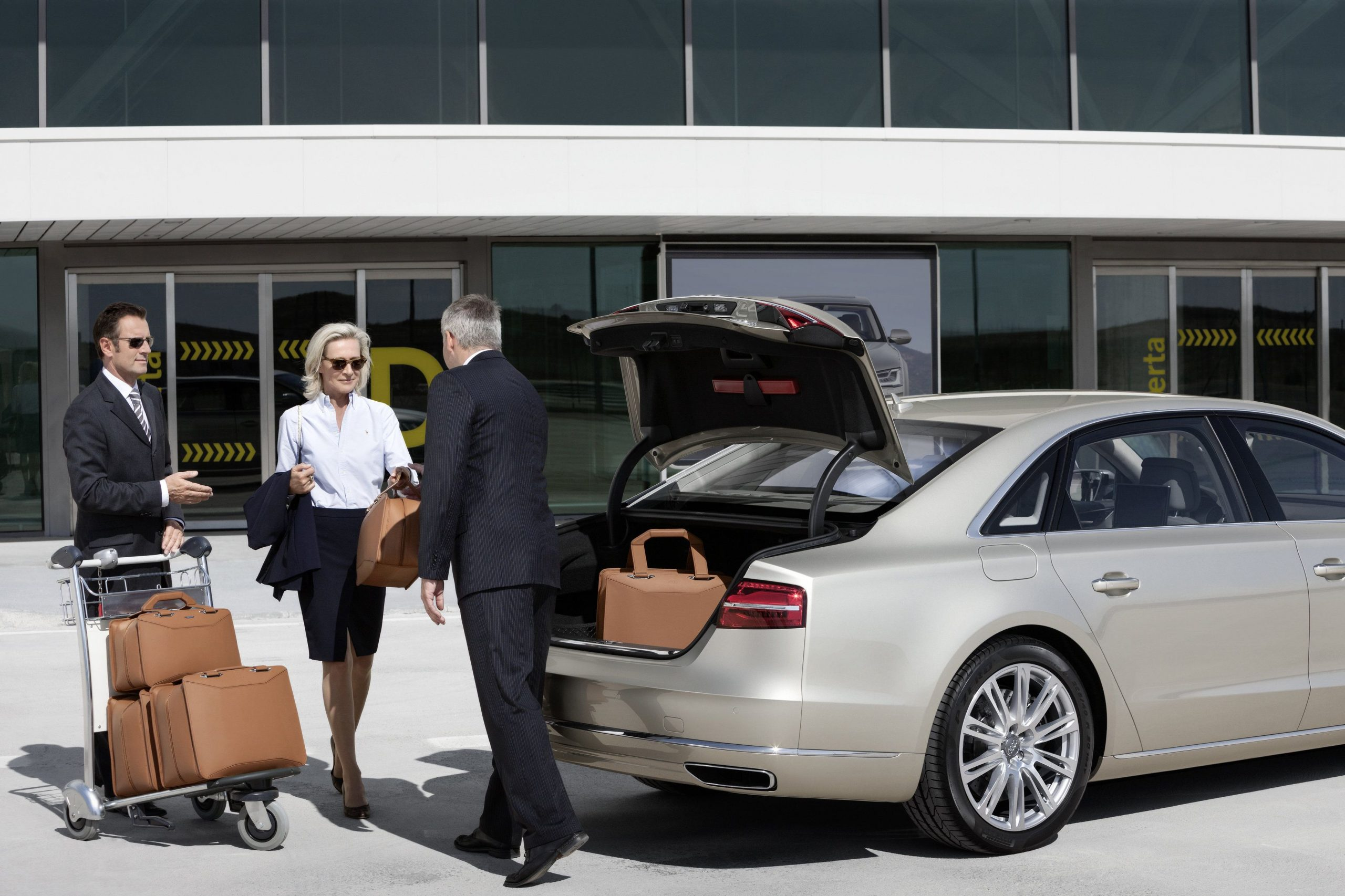 Check Out our Luxury Service Heathrow airport taxi